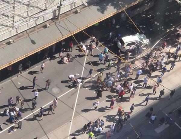В центре Мельбурна внедорожник въехал в пешеходов