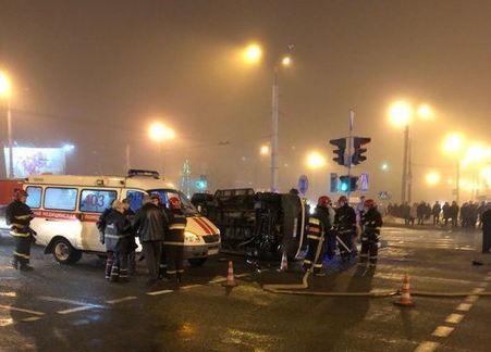 В Витебске в результате ДТП перевернулся автомобиль скорой помощи