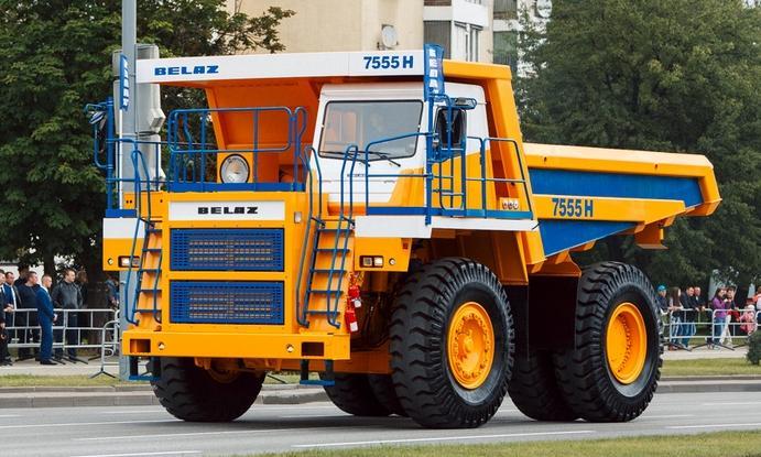 БелАЗ выводит на рынок новую модель 55-тонного карьерного самосвала