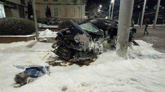 В Витебске Ford въехал в столб: водитель погиб