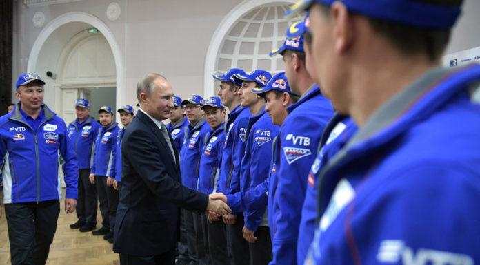 Владимир Путин встретился в Казани с командой «КАМАЗ-мастер»