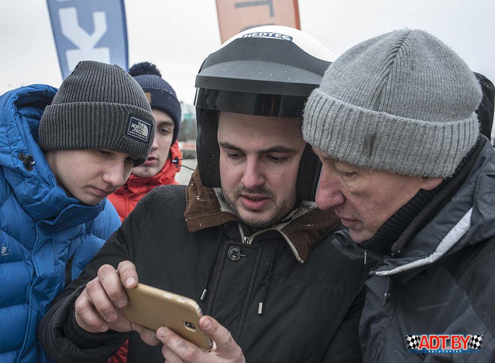 Алексей Шендюков пытается доказать опасную атаку Выдронком