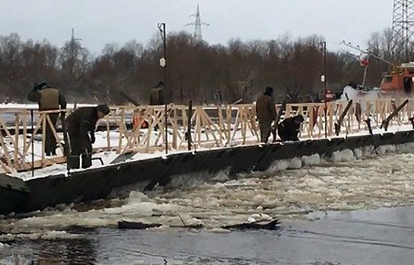 На Припяти снова устанавливают понтонный мост