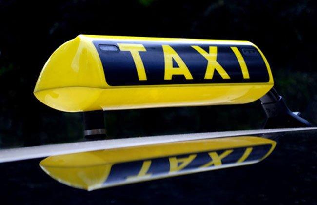 Пьяный пассажир напал на таксиста с пистолетом