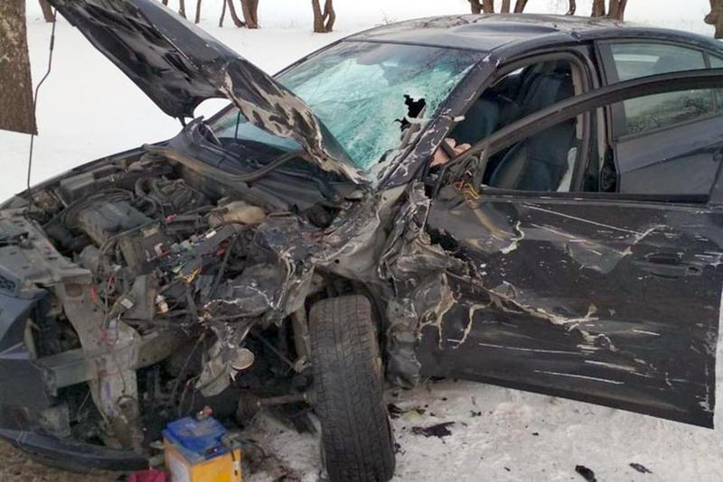 Под Витебском лоб в лоб столкнулись Renault и Chevrolet