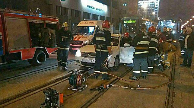 В Минске столкнулись Nissan Almeraи трамвай
