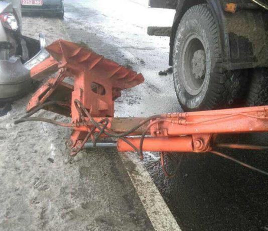 В Минске мусоровозповредилпять автомобилей