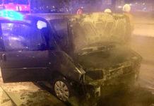 Огонь повредил две машины на улице Колесникова в Минске