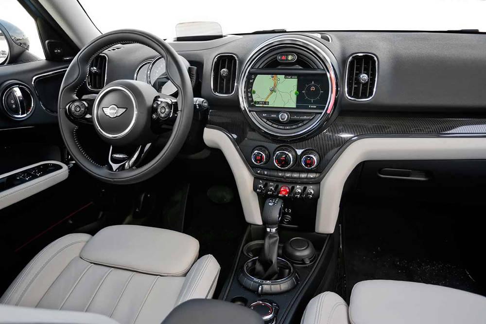 Сравнительный тест автомобилейAudi Q2 Quattro, Mini Countryman ALL4 и Volkswagen T-Roc 4Motion.