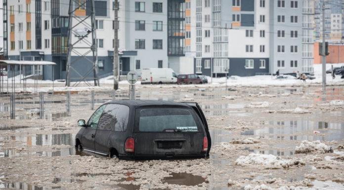 Улицу Горецкого в Минске затопило
