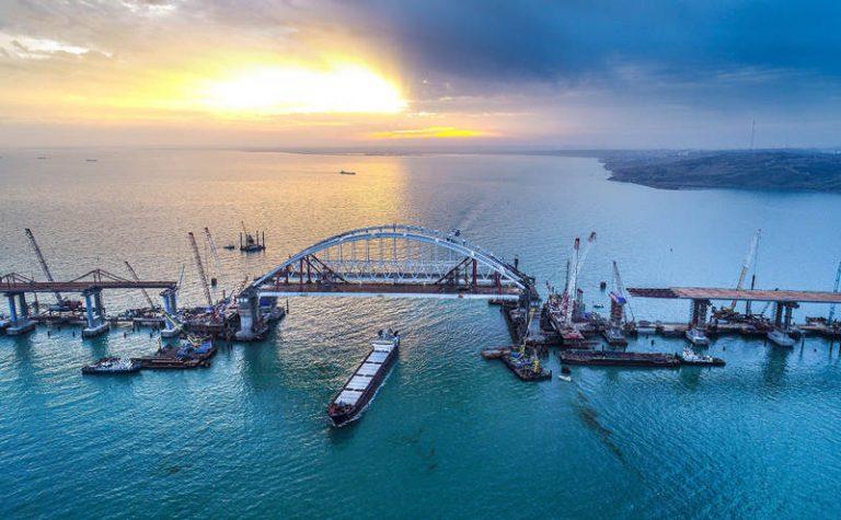 По Крымскому мосту временно будет запрещен проезд грузовиков
