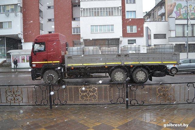 В Бресте девушка была сбита грузовиком