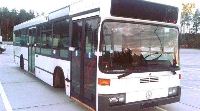 Под видом запчастей перемещался автобус в разобранном виде