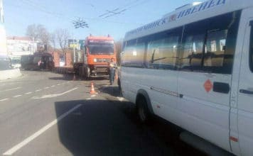 В Минске столкнулись тягач с прицепом и маршрутка