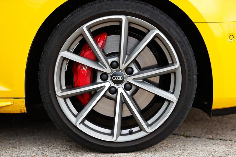 Сравнительный тест автомобилей Audi S4 Avant и BMW 340i Touring