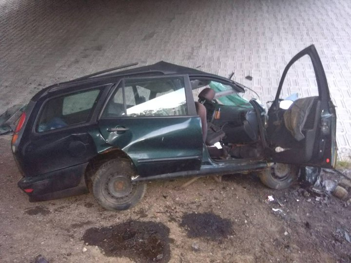 Fiat врезался в опору моста