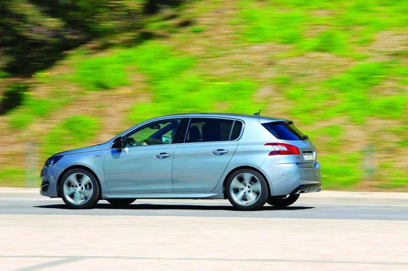 Сравнительный тест автомобилейOpel Astra, Peugeot 308 и Toyota Prius