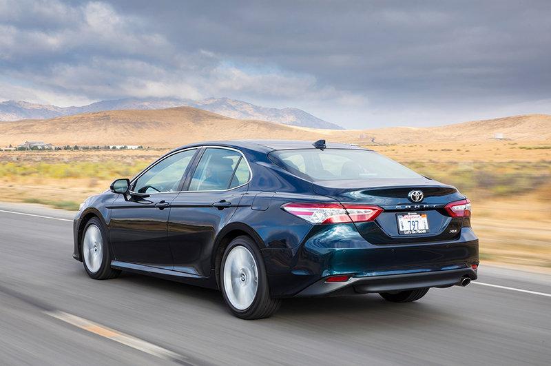 Сравнительный тест автомобилей Honda Accord и Toyota Camry
