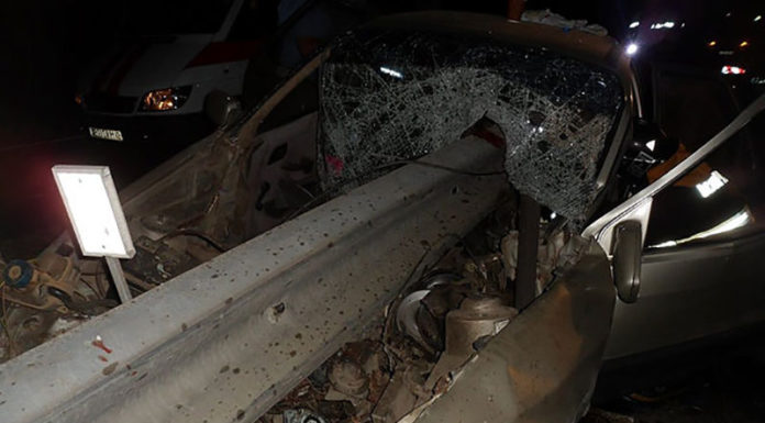 В Жлобинском районе Ford влетел в отбойник