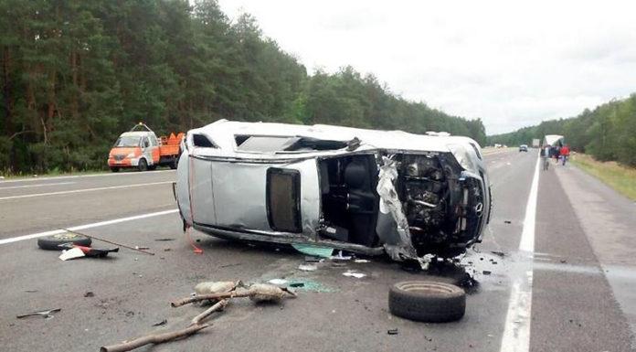На М1 столкнулись ГАЗ и Mercedes