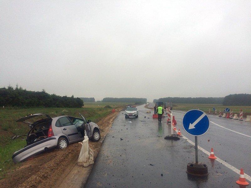 На автотрассе М-6 столкнулись Citroen и грузовой DAF