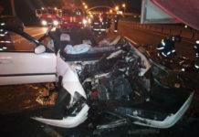 на МКАД Mazda влетела в грузовик дорожников