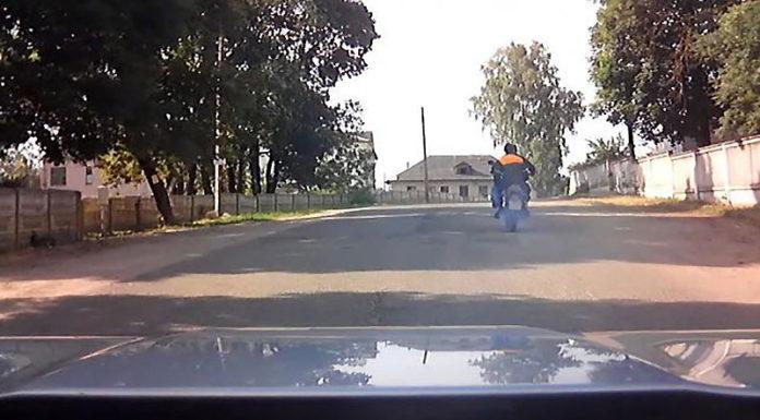 Под Гродно пьяный мотоциклист повредил машину ГАИ