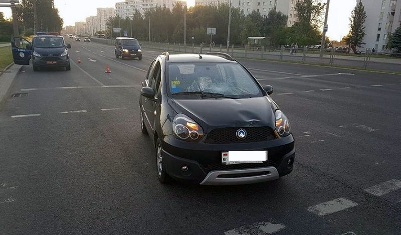 СК ищет водителя Peugeot, ставшего очевидцем наезда на женщину с ребенком