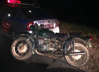 В Заславле 15-летний мотоциклист въехал в автомобиль ГАИ
