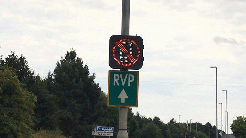"""""""Умный"""" знак будет предупреждать водителей о прекращении разговоров по мобильному телефону"""