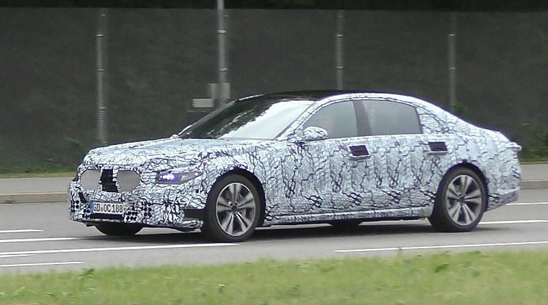 Новый Mercedes S-класса станет полностью автономным