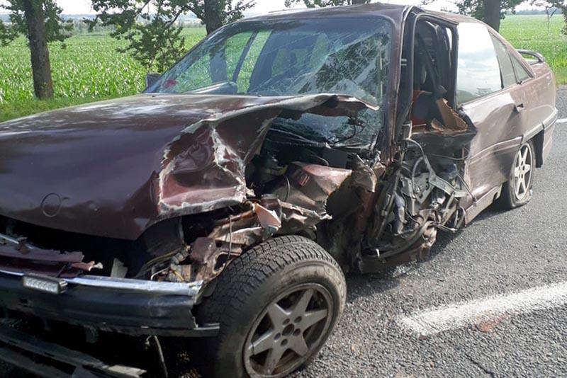 В Витебском районе в результате лобового столкновения опрокинулся автомобиль