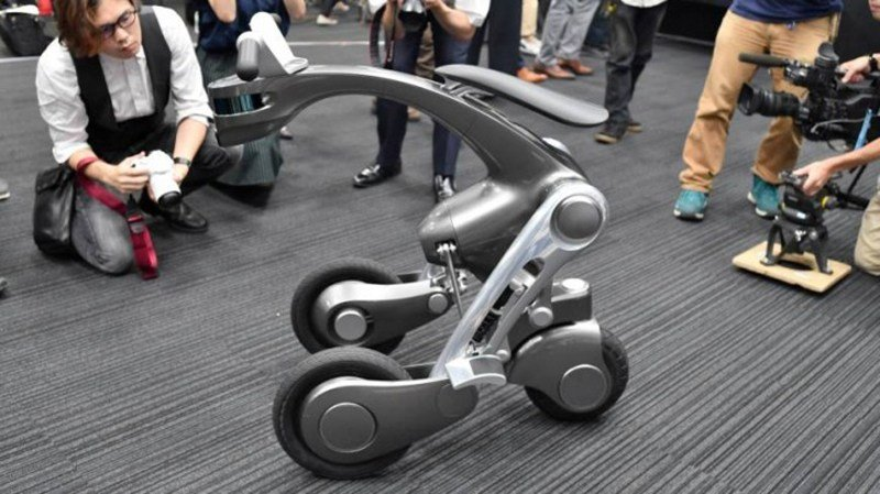 Японцы создали автономный электроскутер