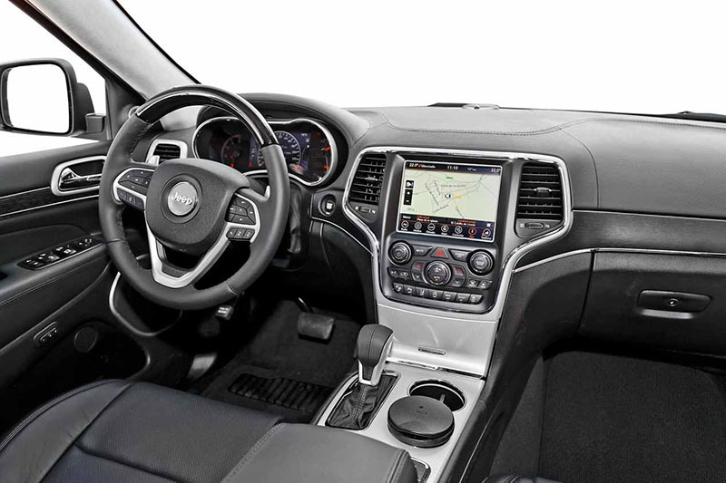 Jeep Grand Cherokee и Range Rover Velar: классика или техно?