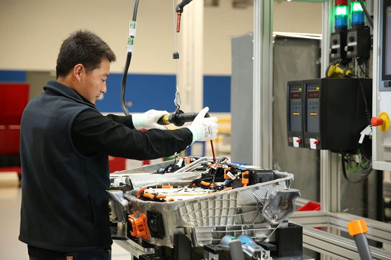 BMW вложит 4,7 миллиарда долларов в китайские батареи