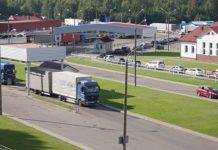 Половина транспортных средств следует через Брузги и Каменный Лог