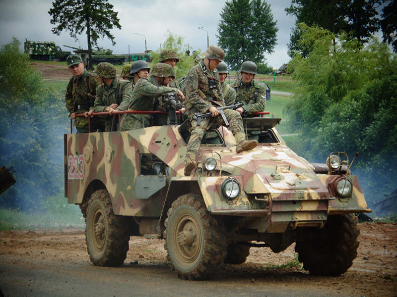 БТР-40 с немецкой пехотой