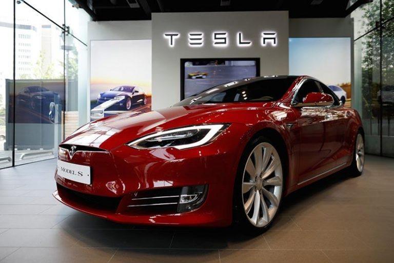Tesla хочет выпускать машины в Европе