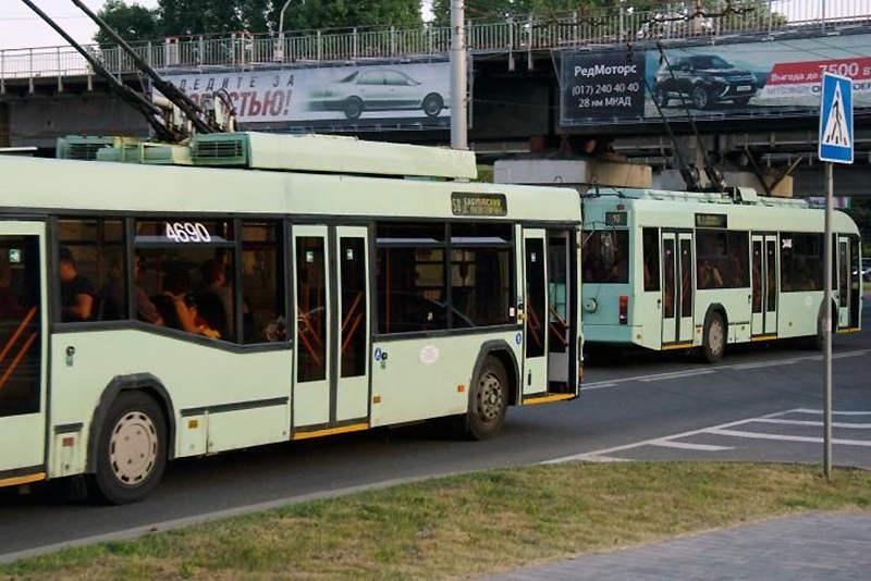 С 1 июля школьники будут оплачивать проезд в транспорте