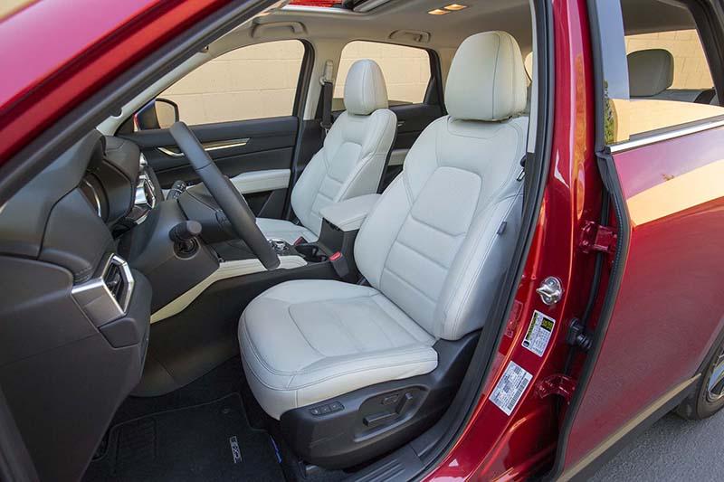 Honda CR-V и Mazda CX-5 в битве за симпатии американцевHonda CR-V и Mazda CX-5 в битве за симпатии американцев