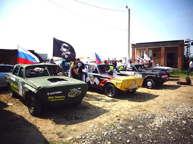 Автомобили участников соревнований