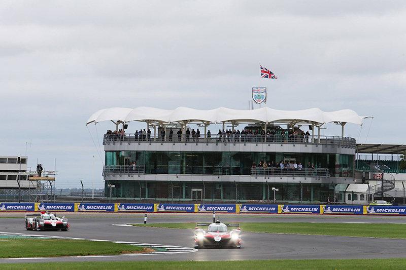 Оба экипажа Toyota после гонки дисквалифицировали