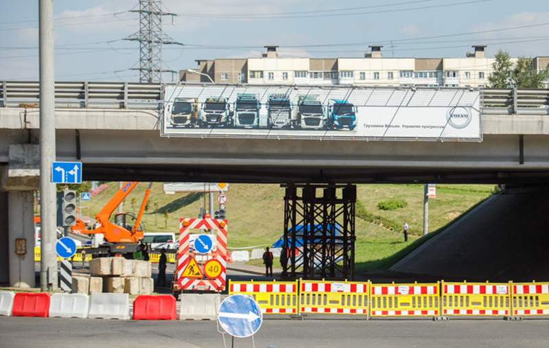 Движение транспорта в районе поврежденного участка МКАД