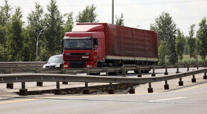 В Минске лопнуло бетонное перекрытие путепровода на МКАД