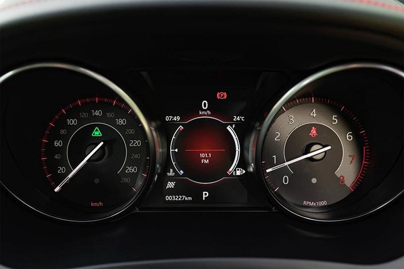Сравнительный тест автомобилейBMW X2 и Jaguar E-Pace