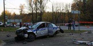Автомобиль ГАИ, выехавший на место аварии, сам попал в ДТП