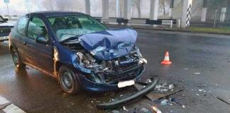 В Бресте Peugeot врезался в троллейбус