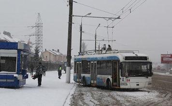 В Витебске троллейбус въехал в столб