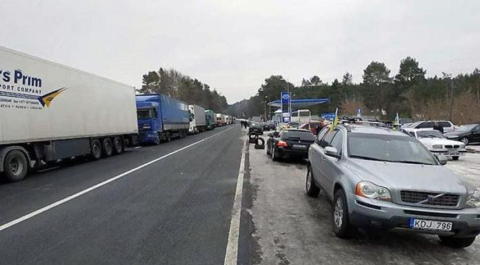 украинцы на несколько дней перекрыли движение на границе