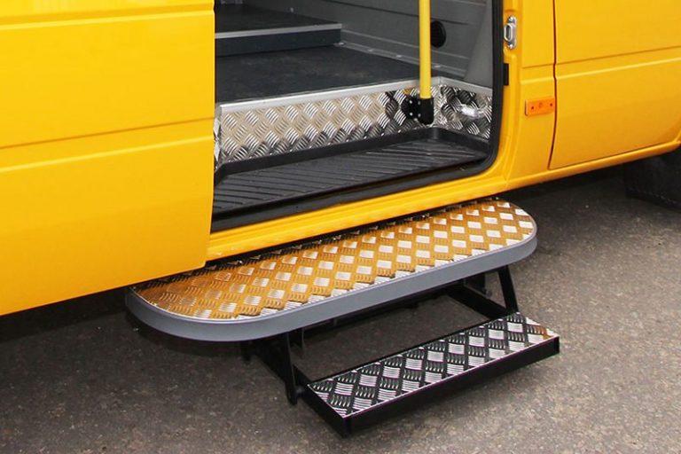 подножка для пассажиров в микроавтобусе